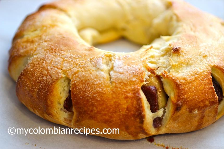 Roscon de Bocadillo o Guayaba (Guava Paste Stuffed Bread)