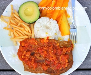 Sobrebarriga en Salsa Criolla (Flank Steak with Colombian Creole Sauce) |mycolombianrecipes.com