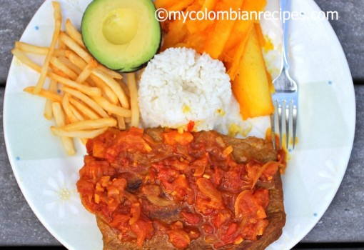 Sobrebarriga en Salsa Criolla (Flank Steak with Colombian Creole Sauce) |mycolombianrecipes.com