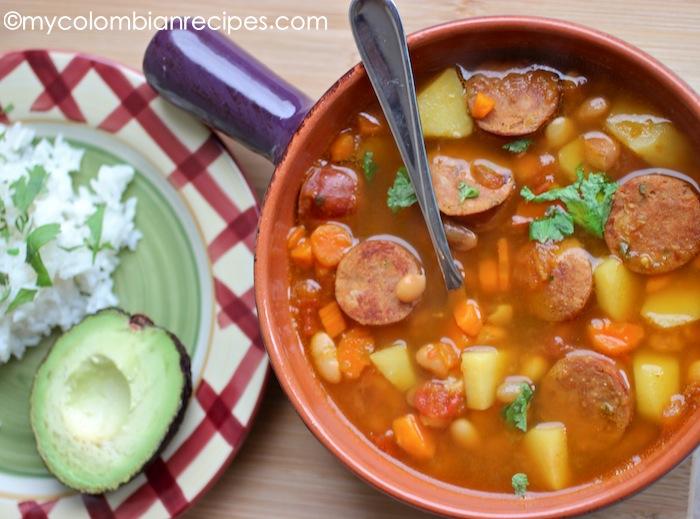 Sopa de frijoles verdes colombiana