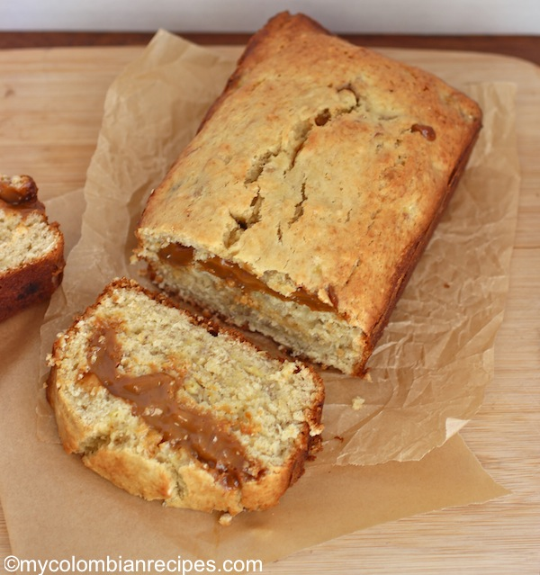 Pan de Banano y Arequipe) Banana and Dulce de Leche Bread