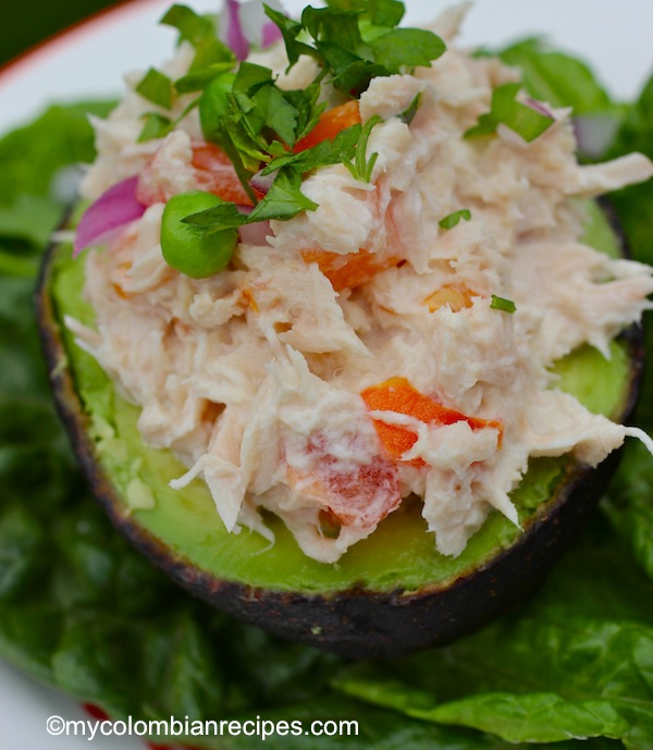 Aguacate Relleno de Atún (Tuna Stuffed Avocado)