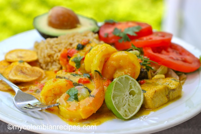 Encocado de Pescado y Camarón (Fish and Shrimp in Coconut Sauce)