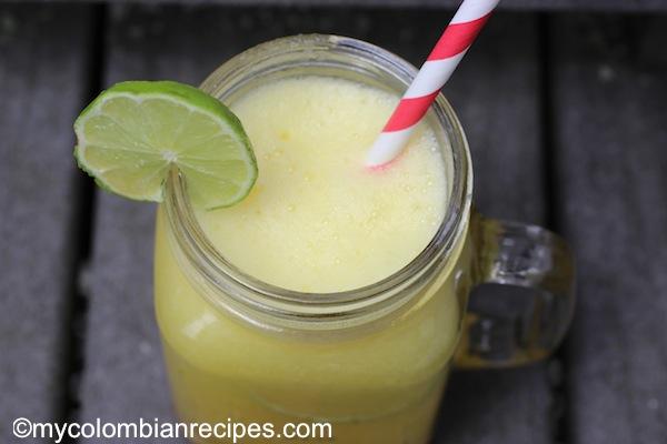 Limonada de Piña (Pineapple Limeade)