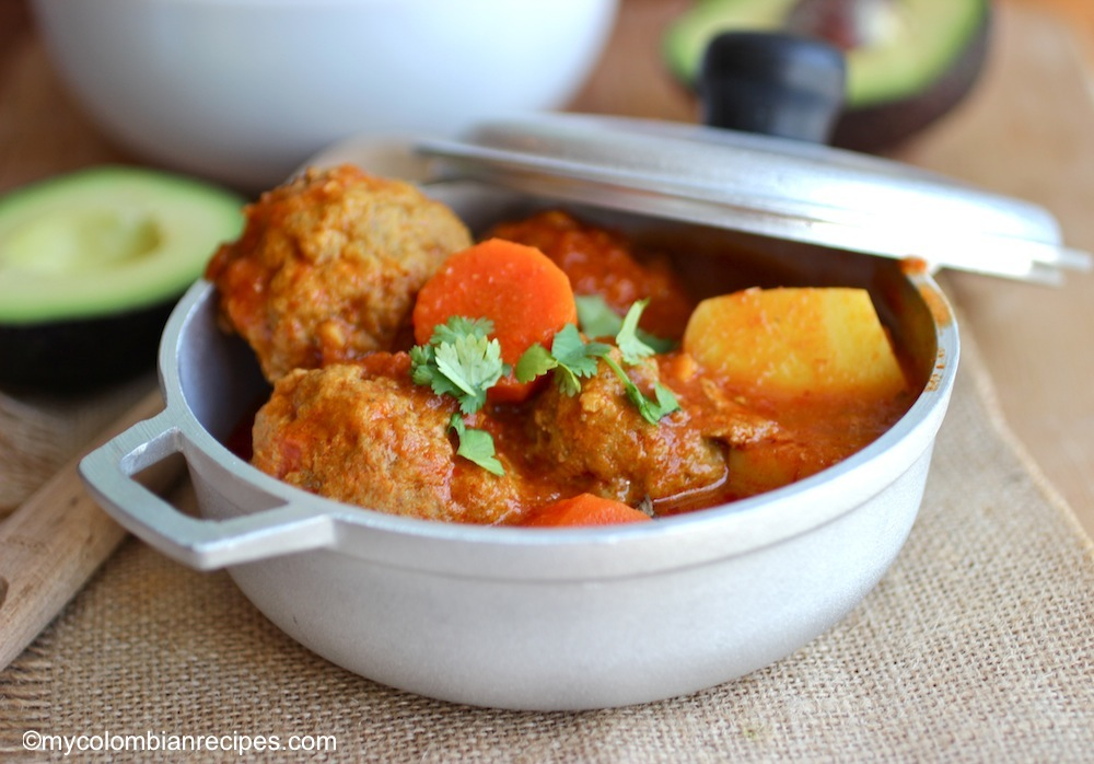 Albóndigas Estofadas (Meatball and Tomato Stew) |mycolombianrecipes.com