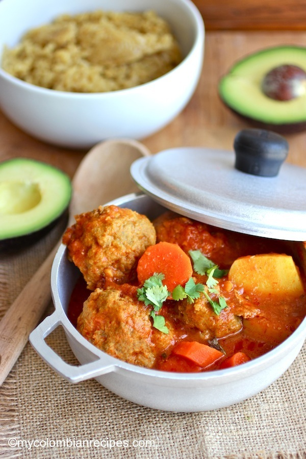 Albóndigas Estofadas al Tomate (Meatball and Tomato Stew) |mycolombianrecipes.com