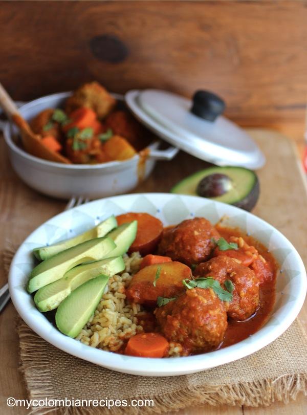 Albóndigas Estofadas (Meatball and Tomato Stew)  mycolombianrecipes.com