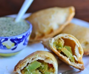 Avocado Empanadas with Cilantro Sauce |mycolombianrecipes.com