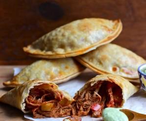 Ropa Vieja and Ripe Plantain Empanadas with Avocado Sauce |mycolombianrecipes.com