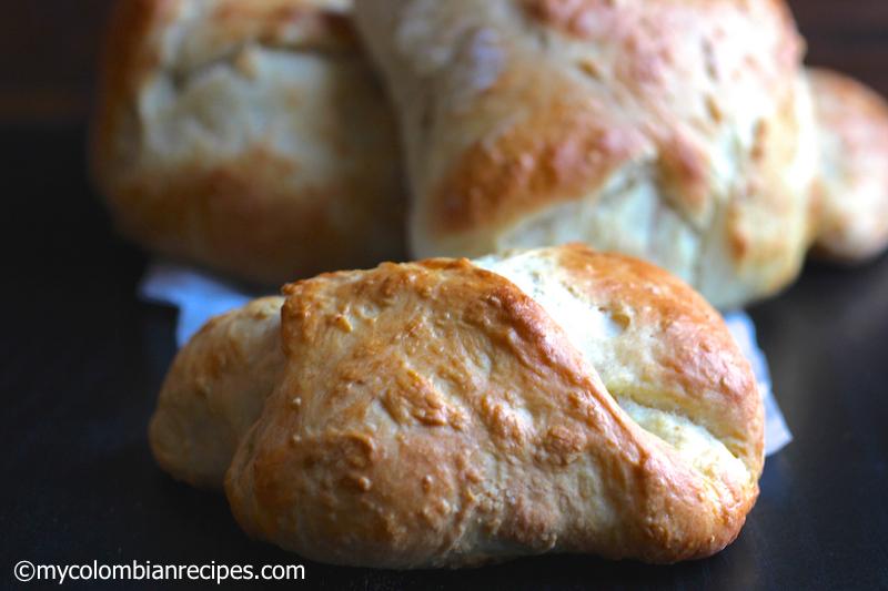 Mogolla Chicharrona (Crispy Pork Belly Stuffed Bread) |mycolombianrecipes.com