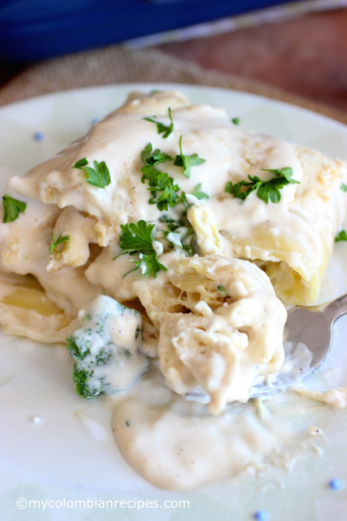 Chicken and Broccoli Alfredo Lasagna Rolls |mycolombianrecipes.com