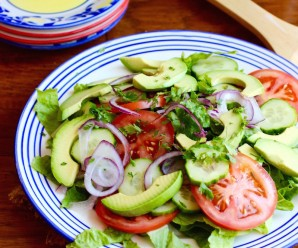Simple Side Salad |mycolombianrecipes.com