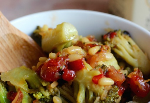 Broccoli with Roasted Red Pepper and Onion |mycolombianrecipes.com