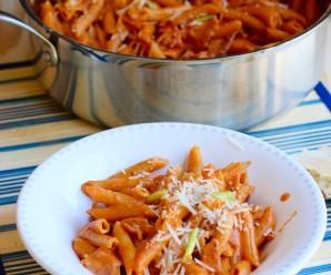 One-Pot Creamy Pasta with Bacon and Chorizo |mycolombianrecipes.com