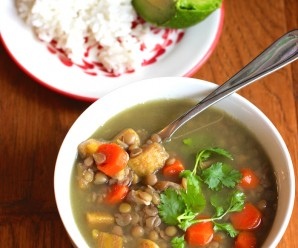 Sopa de Lentejas con Plátano Verde (Green Plantain and Lentil Soup) |mycolombianrecipes.com