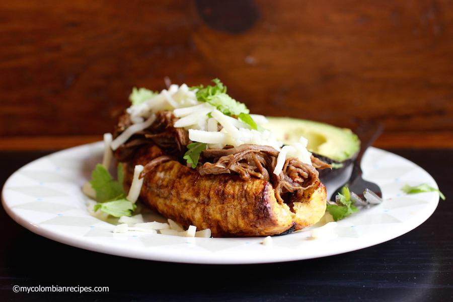 Plátano Relleno de Carne Desmechada (Ripe Plantain Stuffed with Shredded Beef)